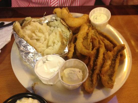 Little Boots Country Diner : Succulent lake perch.