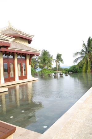 The Ritz-Carlton Sanya Yalong Bay: water feature