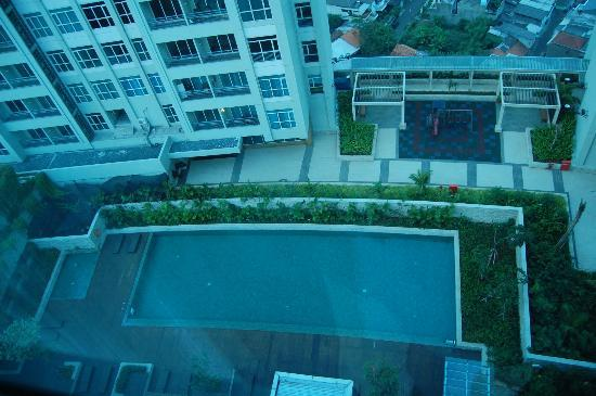 Blick aus dem zimmer auf den pool picture of pullman - Pullman central park swimming pool ...
