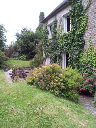 Chambres d'hotes Le Moulin: jardin - photos prises avec un portable pas très représentatives, voir site internet