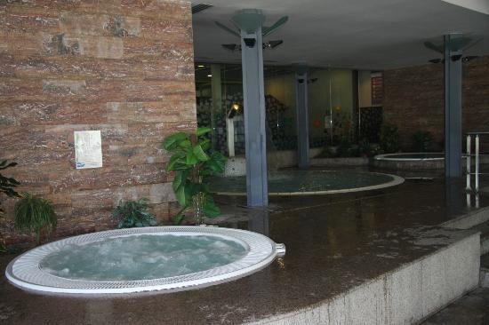 Novotel Andorra : Espace piscine/jacuzzi