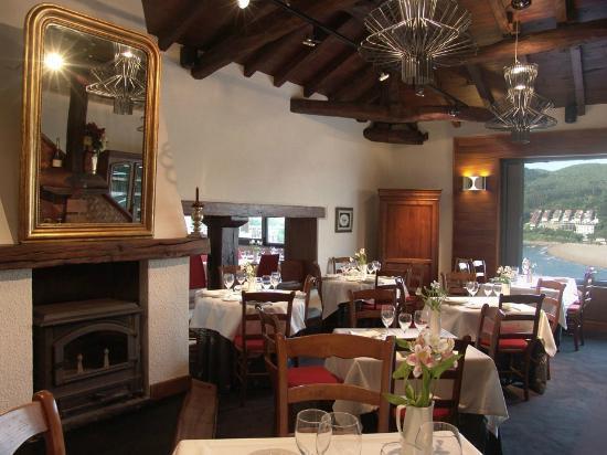 Restaurante Asador Portuondo: Detalle del comedor del caserio