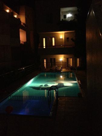 Zorbas Apartments: Zorbas Pool