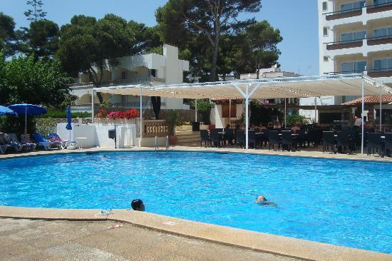 Universal Hotel Castell Royal: La belle piscine