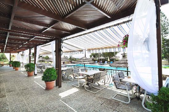 Club Aphrodite Erimi: Swimming pool/Restaurant