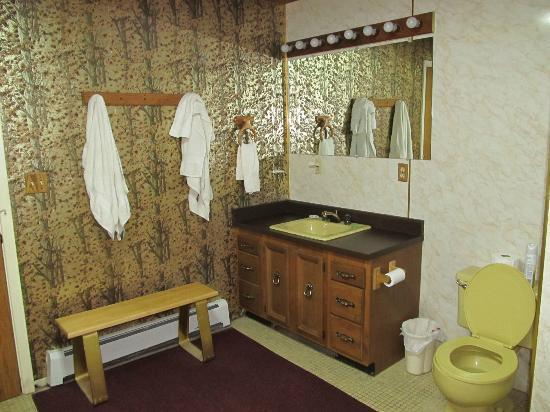 Che'nai Bed and Breakfast: the shared bathroom