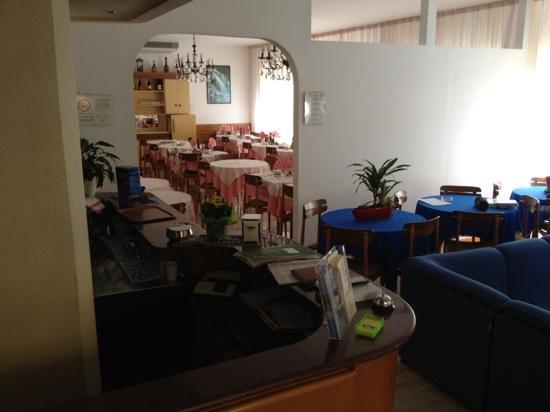 Hotel Carezza: Blick in den Speisesaal