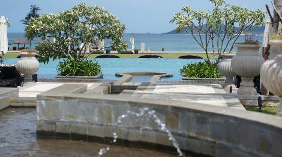 Conrad Sanya Haitang Bay: Infinity Pool