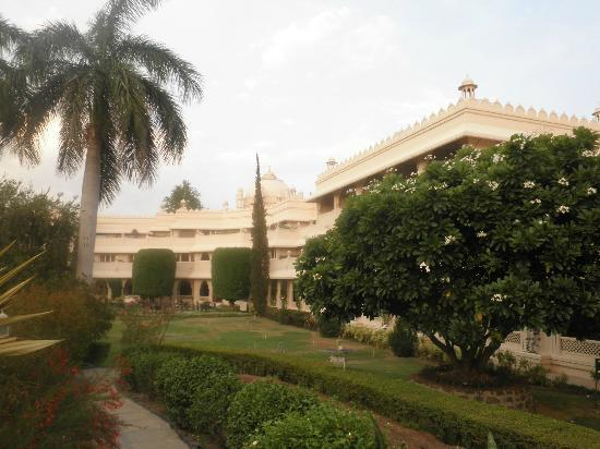 Vivanta by Taj Aurangabad: view of hotel from garden