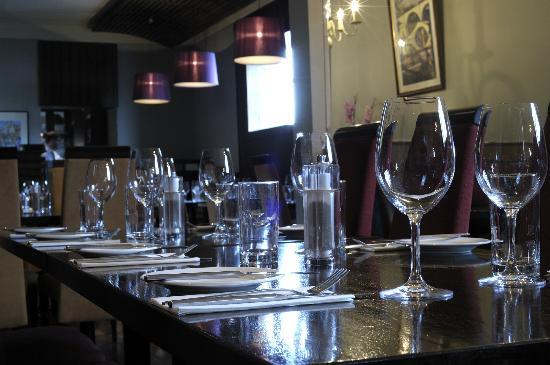 Arch Bistro: Banquette Seating