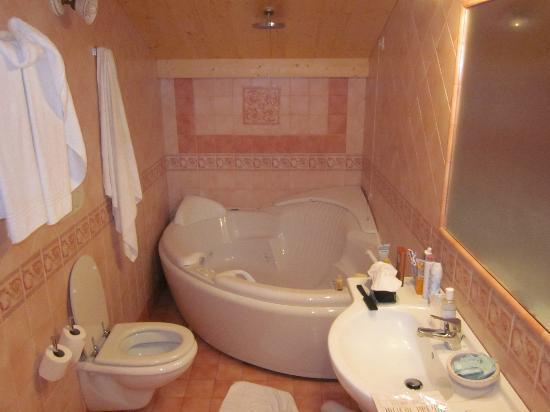 Borso del Grappa, إيطاليا: LARGE SPA BATH
