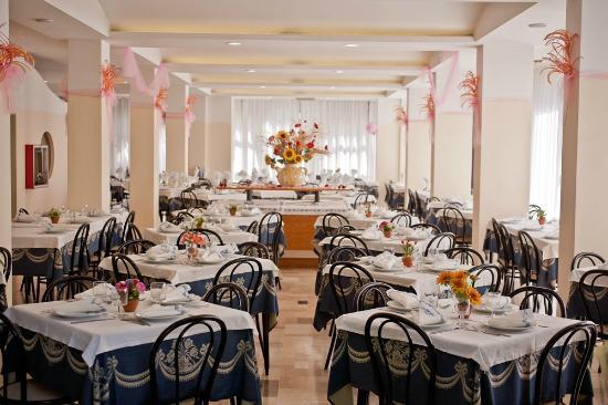 La Residenza : Ampia e luminosa sala ristorante