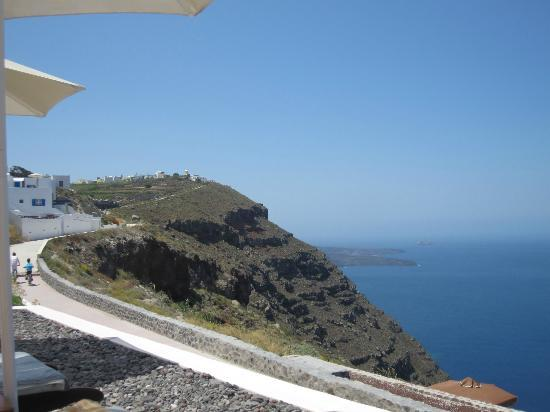 Anastasis Apartments: View from the pool area out to the Caldera and of the walk to Immerovigli