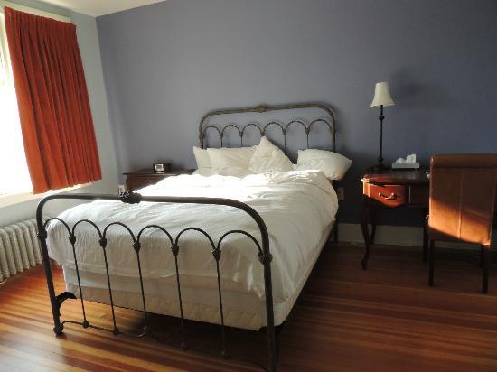 The Armstrong Hotel: 2nd Queen Bedroom
