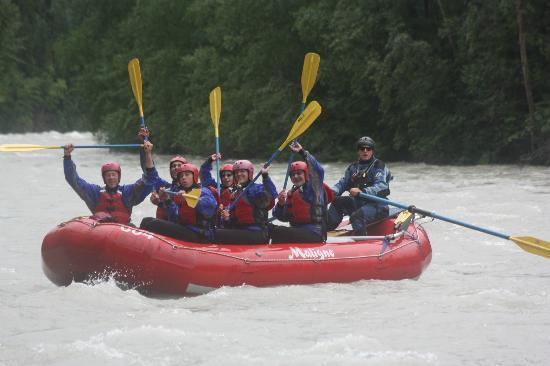 Maligne Adventures: A happy crew of rafters
