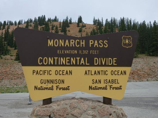 Monarch Pass: Continental divide sign