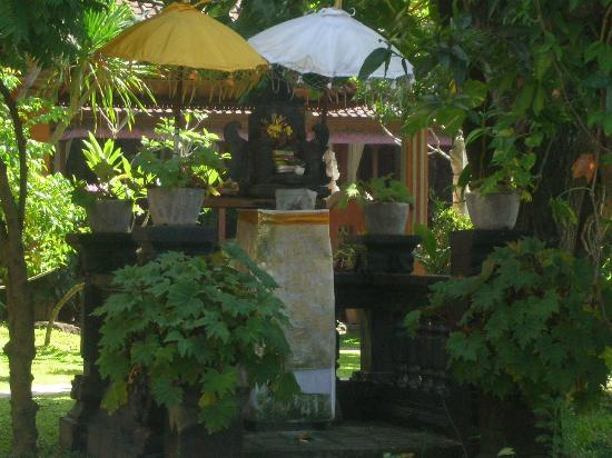 Puri Maharani Boutique Hotel & Spa: a little shrine in the grounds