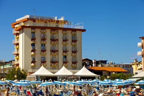 Hotel Montecarlo: Hotel exterior