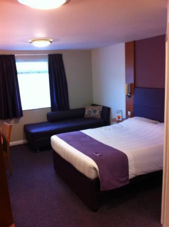Premier Inn Manchester (Heaton Park) Hotel: hotel room
