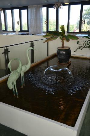 Danhotel: Water feature in dining / breakfast room