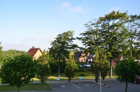 Danhotel: View of hotel parking and surrounding houses
