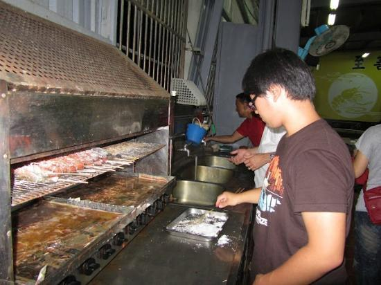 Fishes The Shrimp Field: Our volunteer shrimp cook