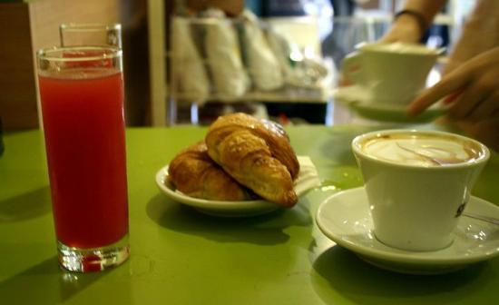 Bed & Breakfast Testaccio: Cafe Food!!