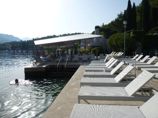 Hotel Croatia Cavtat: hotel beach and spinnaker restaurant
