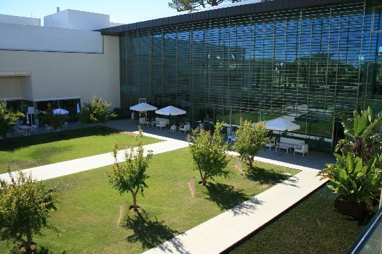 Onyria Marinha Edition Hotel & Thalasso: Hotel garden, lobby and bar