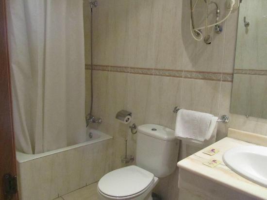 Hostal Centro: bathroom, nice size