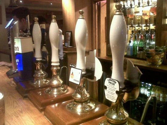 Premier Inn London Rainham Hotel: Four Ales on offer, but zero available. Shoddy.