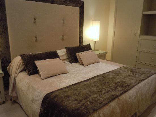 Hotel Palazzo Decumani: ベッド