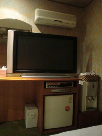 Sinchon Meridian Motel: big TV