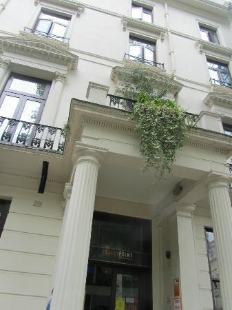 Equity Point London Hotel: charming area on Westbourne