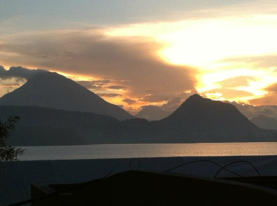 Kaalpul Atitlan Eco Hotel & Spa: Sunset view of sacred mountains.