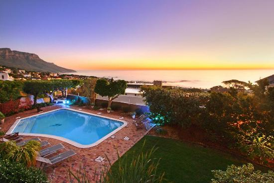 Atholl House: View over Camps Bay and the Ocean