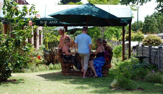 Pelican Lodge: Garden