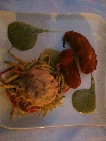 Les Vignes: Entrée: Salade de légumes croquants, bonbon de crabes et gambas croustillantes vinaigre aux herb
