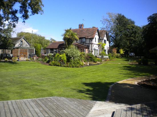 Dale Farm House: The lovely garden