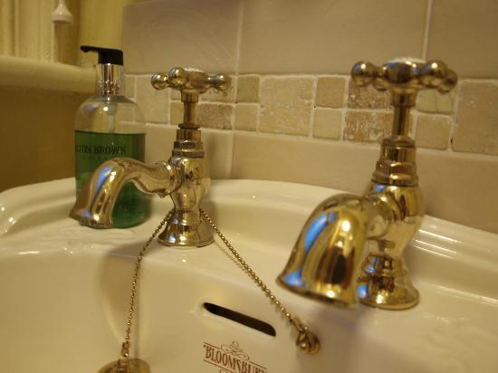 Ashley House: Lovely Bathroom Details