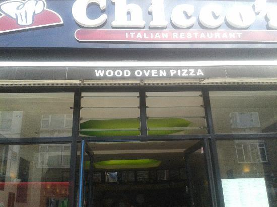 Chicco's : The entrance, quite presenceless.