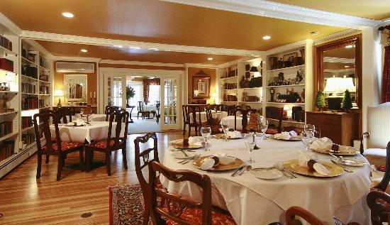 Lambert's Cove Restaurant: Dining Room