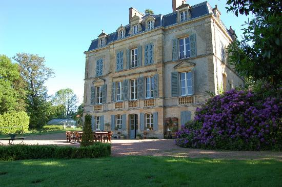 Onlay, France: Front of the Chateau