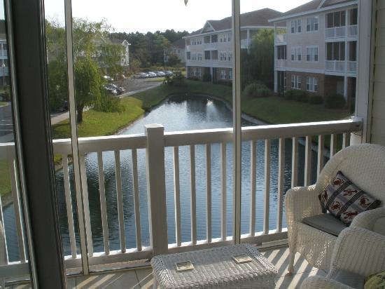 Barefoot Resort: Screened-in Balcony....no Mosquitoes!