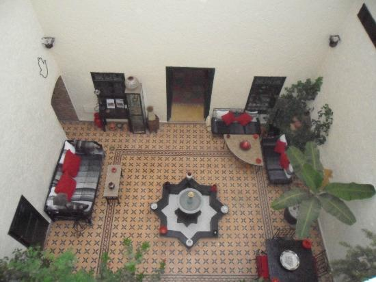 Riad Jomana: view of courtyard from upstairs
