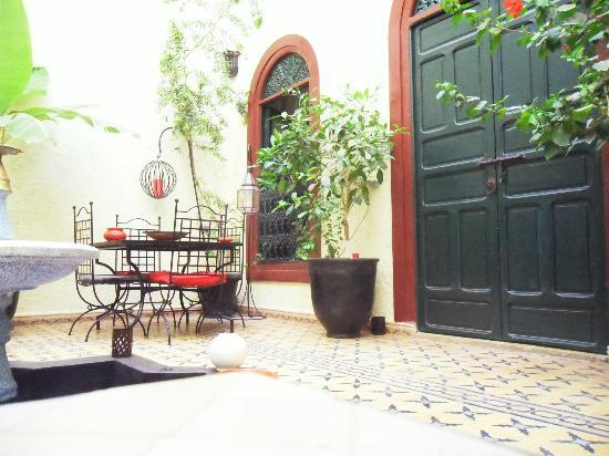 Riad Jomana: In courtyard
