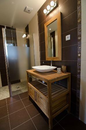 Chateau de Beau Site: La salle de bains Cabernet