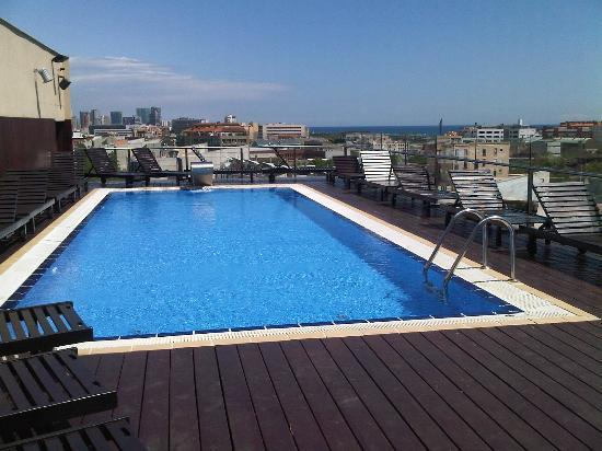 H10 Marina Barcelona Hotel Roof Top Swimming Pool