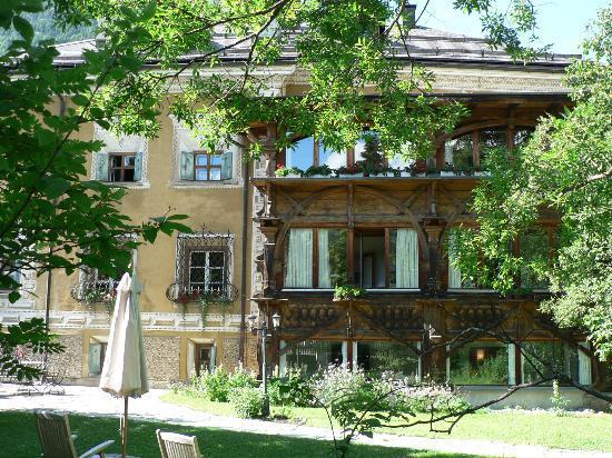 Hotel Chesa Salis: Aussenansicht seitlich Chesa Salis