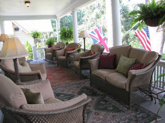 Abbington Green Bed & Breakfast Inn and Spa : front porch